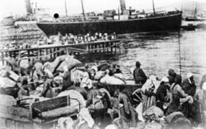 προσφυγες στο λιμανι